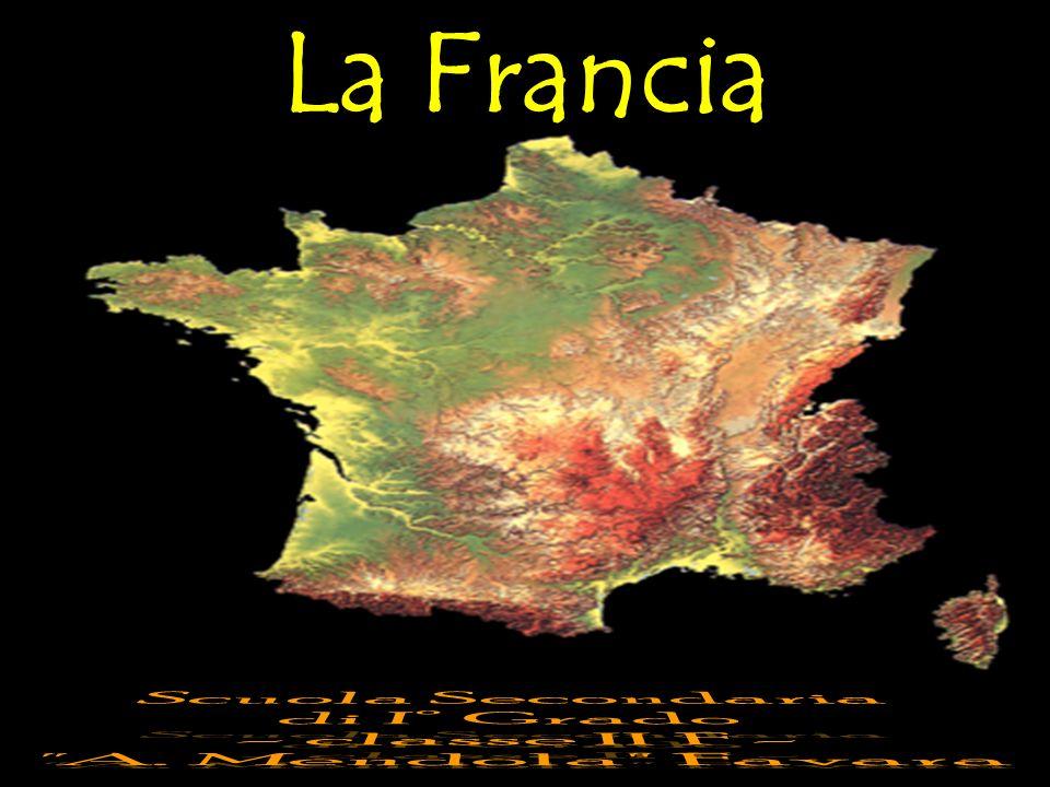 I confini Naturali La Francia ha quattro facciate di costa per una lunghezza totale di 3247 km (da nord): il Mare del Nord, la Manica, l Oceano Atlanticoue ed il Mar Mediterraneo.