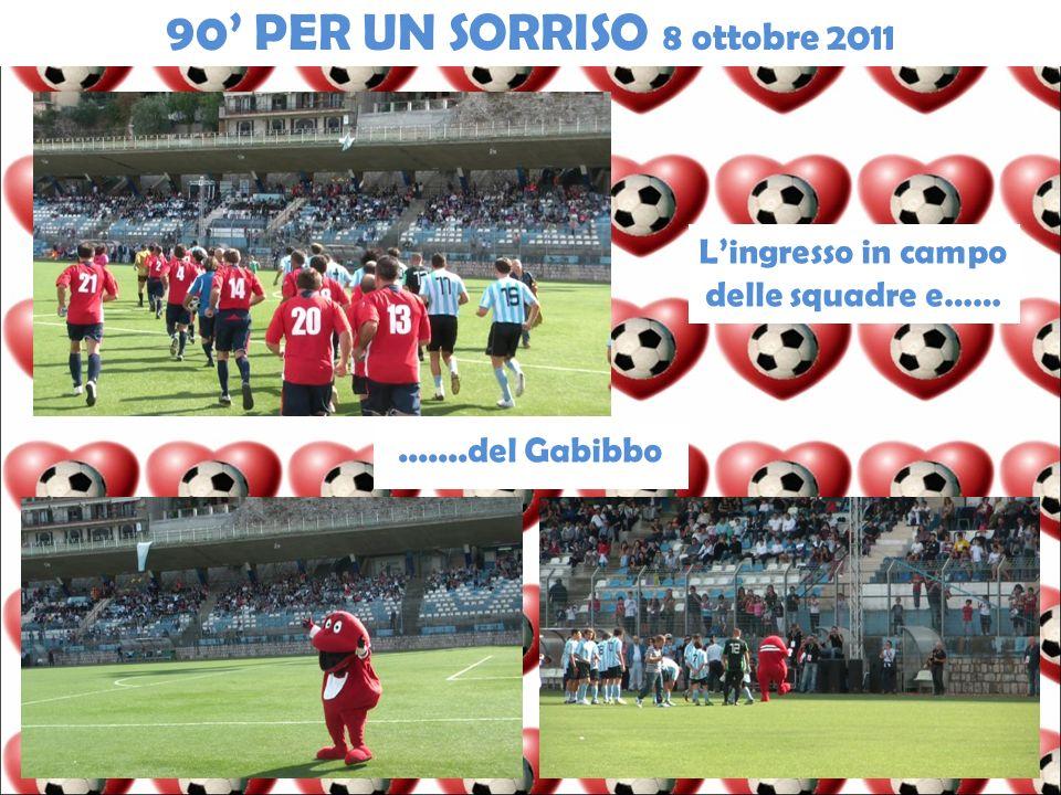 Lingresso in campo delle squadre e…….......del Gabibbo 90 PER UN SORRISO 8 ottobre 2011
