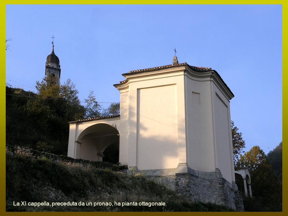 La XI cappella, preceduta da un pronao, ha pianta ottagonale.