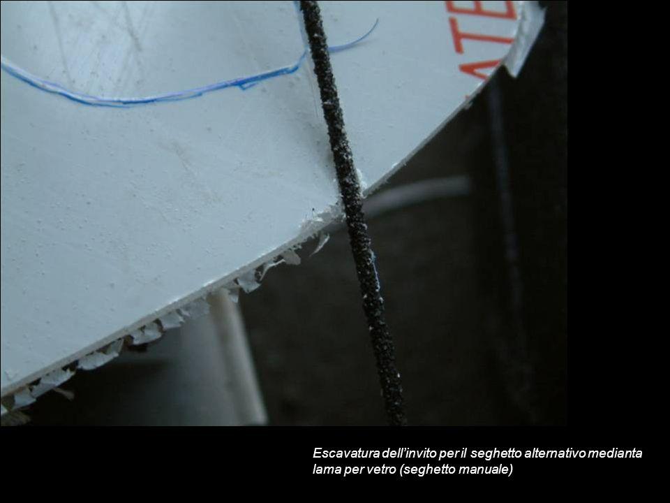 Escavatura dellinvito per il seghetto alternativo medianta lama per vetro (seghetto manuale)