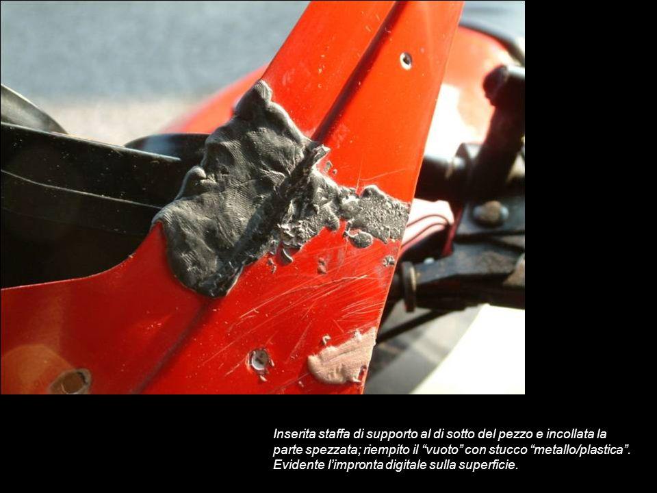 Inserita staffa di supporto al di sotto del pezzo e incollata la parte spezzata; riempito il vuoto con stucco metallo/plastica.