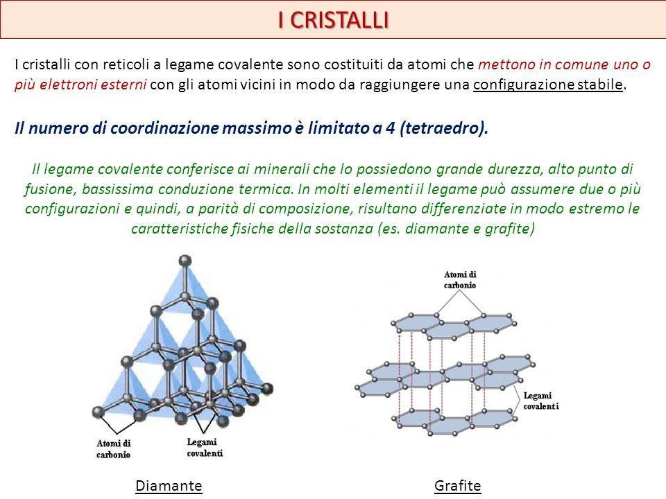 I CRISTALLI I cristalli con reticoli a legame covalente sono costituiti da atomi che mettono in comune uno o più elettroni esterni con gli atomi vicin