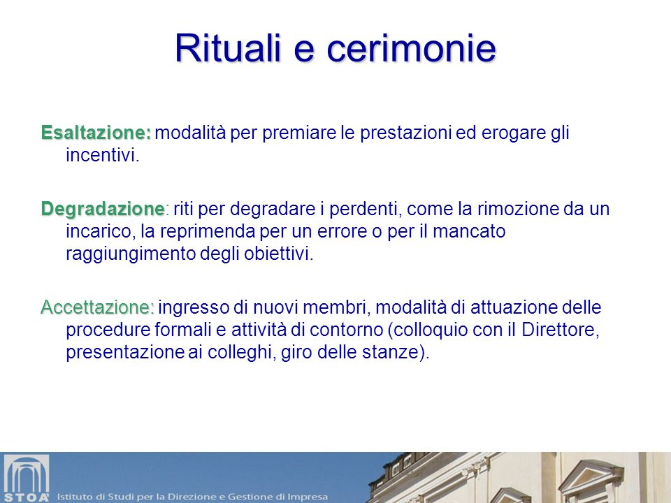 Artefatti Sono il livello più visibile della cultura: –Rituali e cerimonie –Miti ed eroi –Linguaggio scritto e parlato