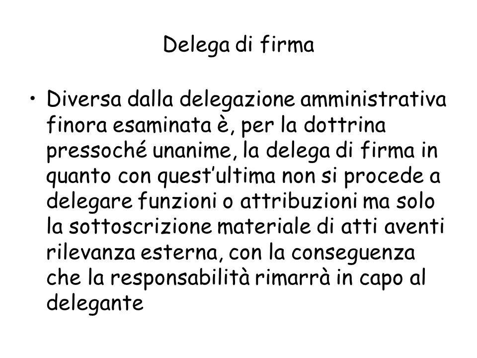 Delega di firma Diversa dalla delegazione amministrativa finora esaminata è, per la dottrina pressoché unanime, la delega di firma in quanto con quest