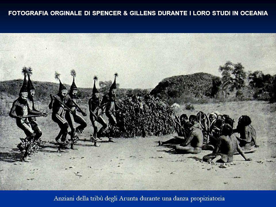 FOTOGRAFIA ORGINALE DI SPENCER & GILLENS DURANTE I LORO STUDI IN OCEANIA Anziani della tribù degli Arunta durante una danza propiziatoria