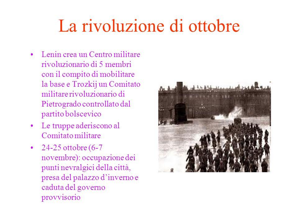 La rivoluzione di ottobre Lenin crea un Centro militare rivoluzionario di 5 membri con il compito di mobilitare la base e Trozkij un Comitato militare