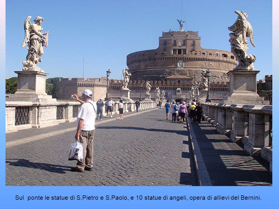 Durante il giubileo del 1450 le balaustre del ponte cedettero sulla spinta della folla dei pellegrini provocando la morte di molte persone. In seguito
