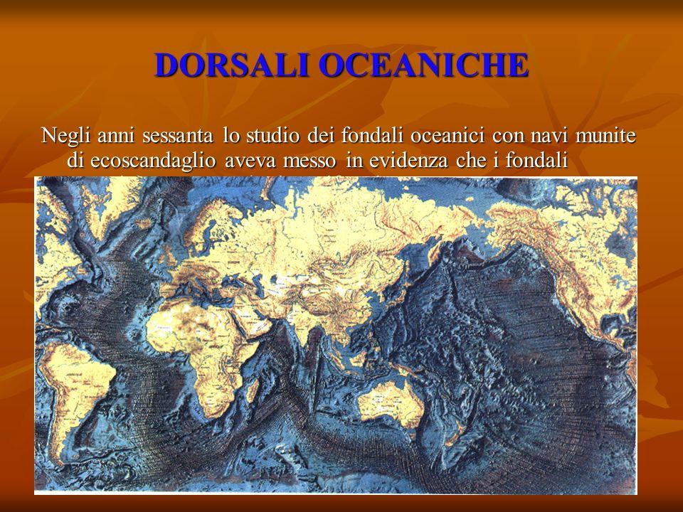 DORSALI OCEANICHE Negli anni sessanta lo studio dei fondali oceanici con navi munite di ecoscandaglio aveva messo in evidenza che i fondali oceanici n