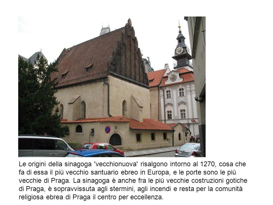 Le origini della sinagoga vecchionuova risalgono intorno al 1270, cosa che fa di essa il più vecchio santuario ebreo in Europa, e le porte sono le più vecchie di Praga.