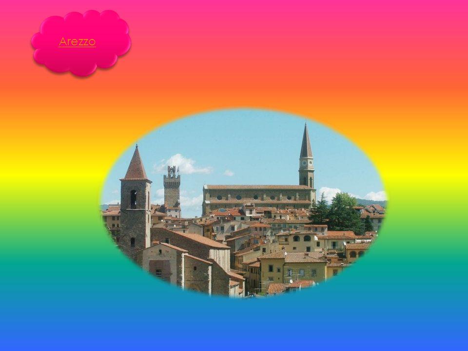 La fondazione del centro abitato di San Sepolcro viene fatta risalire al X secolo; secondo la tradizione locale fu opera di Arcano ed Egidio, due pellegrini di ritorno dalla Terra Santa che vi fondarono una comunità monastica.