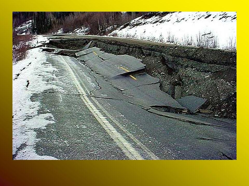 Intensità dei terremoti Intensità dei terremoti L intensità dei terremoti è valutata secondo la scala Richter o la scala Mercalli.