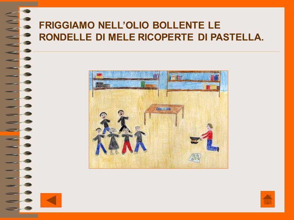 FRIGGIAMO NELLOLIO BOLLENTE LE RONDELLE DI MELE RICOPERTE DI PASTELLA.