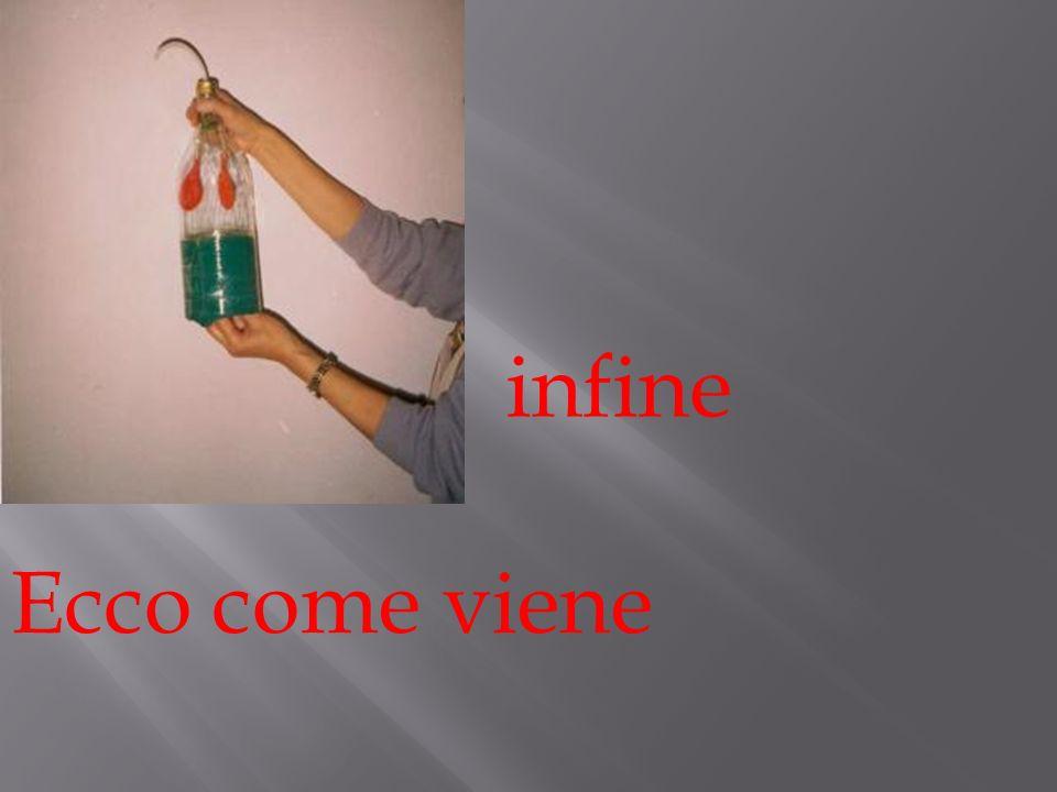 1° inserire il tubicino allinterno di uno dei fori del connettore. Con la plastilina sigilla il foro di accesso. 2°attacca due palloncini ai fori rima