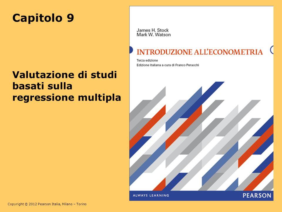 Copyright © 2012 Pearson Italia, Milano – Torino 9-12 Allora Y i = β 0 + β 1 X i + u i = β 0 + β 1 + [ β 1 (X i – ) + u i ] Per cui la regressione svolta è, Y i = β 0 + β 1 +, dove = β 1 (X i – ) + u i Con lerrore di misura, tipicamente è correlata con quindi risulta distorta: cov(, ) = cov(, β 1 (X i – ) + u i ) = β 1 cov(, X i – ) + cov(,u i ) Spesso è plausibile che cov(,u i ) = 0 (se E(u i |X i ) = 0 allora cov(,u i ) = 0 se lerrore di misurazione in è incorrelato con u i ).
