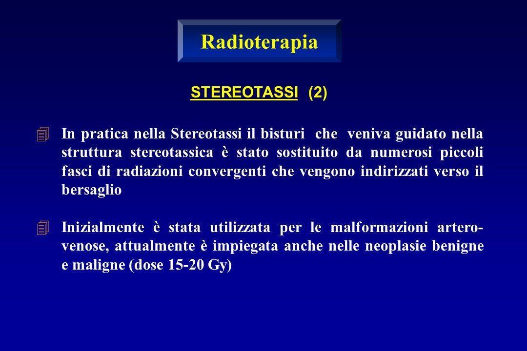 In pratica nella Stereotassi il bisturi che veniva guidato nella struttura stereotassica è stato sostituito da numerosi piccoli fasci di radiazioni co