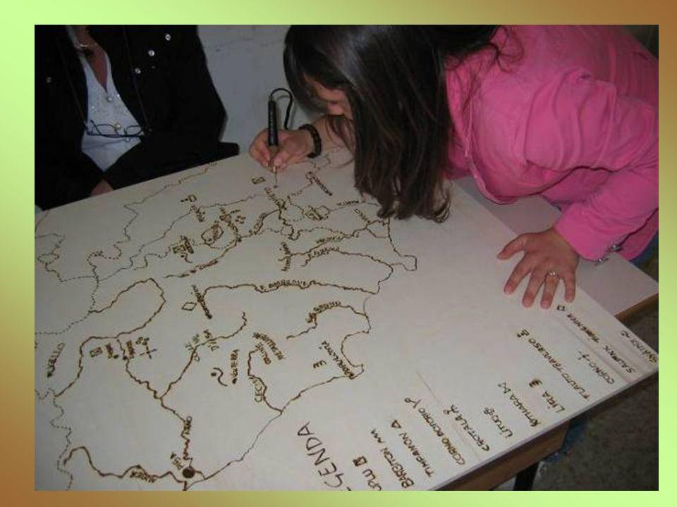 LA CARTA GEOGRAFICA DEGLI STRUMENTI MUSICALI Con la professoressa Macor, abbiamo realizzato una carta geografica dellEtruria sul compensato.