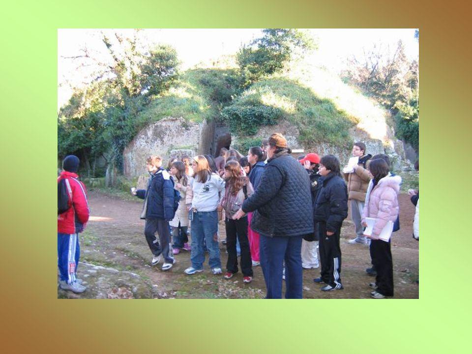 Tomba della Casetta Databile agli inizi del VI secolo a.C., si presenta a pianta cruciforme con tre ambienti aperti su tre lati ed un altro coassiale con quello di fondo.