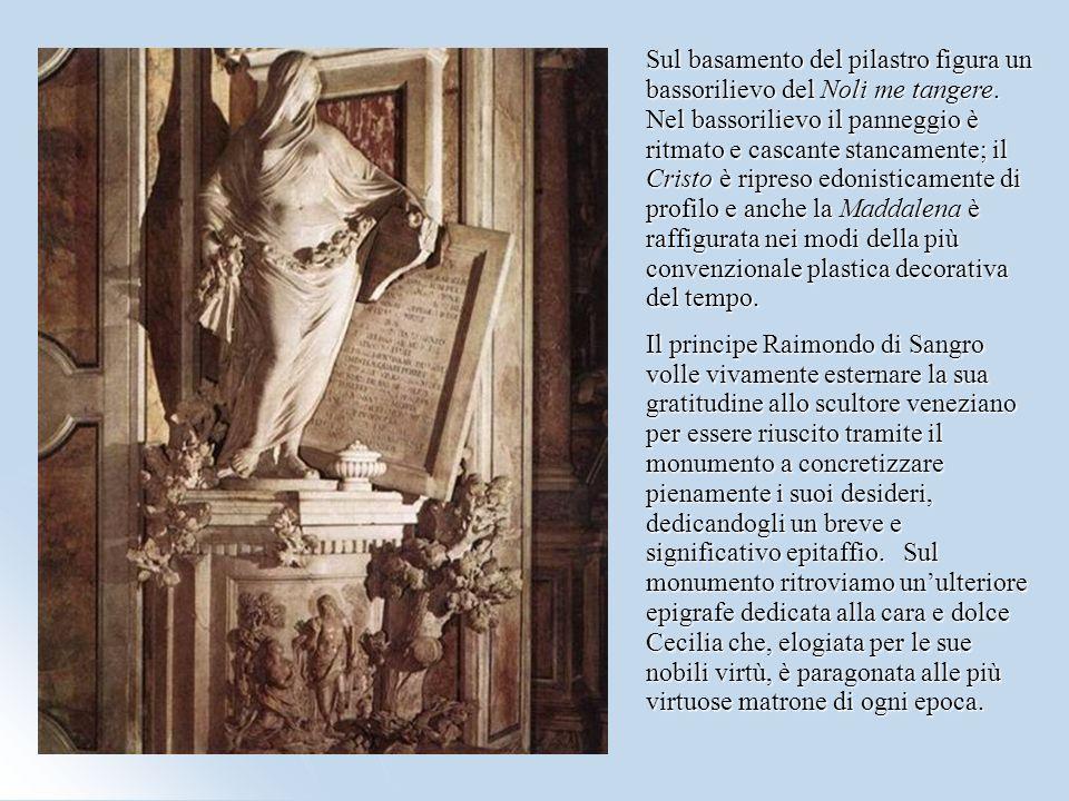 Sul basamento del pilastro figura un bassorilievo del Noli me tangere. Nel bassorilievo il panneggio è ritmato e cascante stancamente; il Cristo è rip