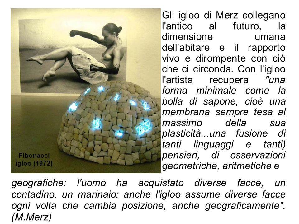 Gli igloo di Merz collegano l'antico al futuro, la dimensione umana dell'abitare e il rapporto vivo e dirompente con ciò che ci circonda. Con l'igloo