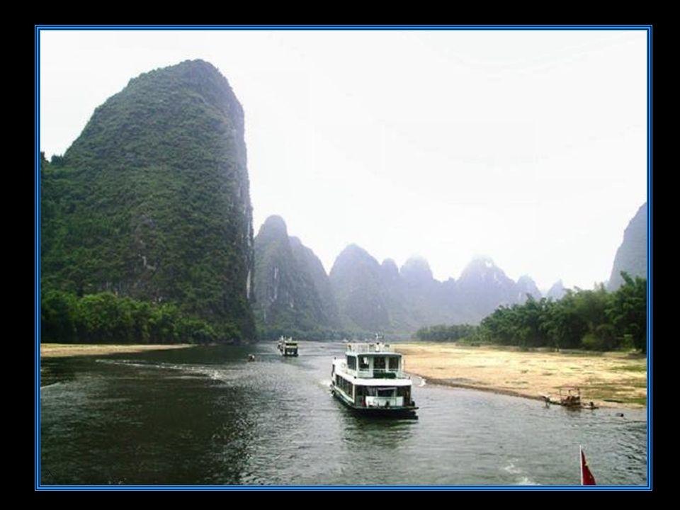 Yangshuo E poco più di un villaggio.Sorge al centro di una zona collinare d origine calcarea.