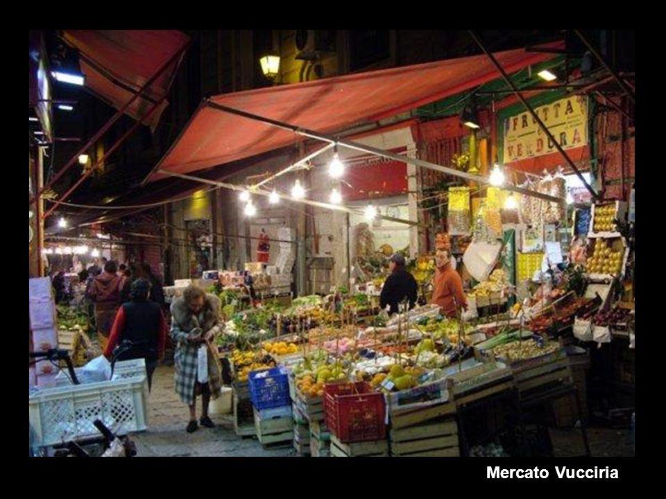 Le voci, la gente e i colori di Palermo nei MERCATI del Centro Storico Le voci, la gente e i colori di Palermo nei MERCATI del Centro Storico Ballarò: