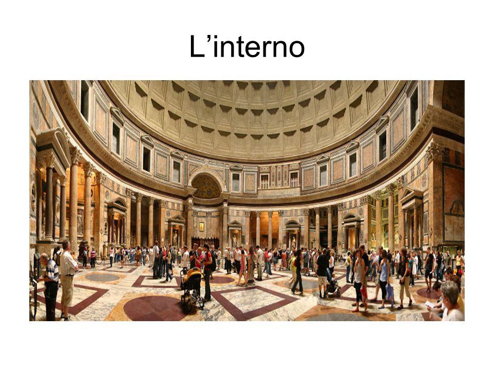 FONTANA - La fontana originaria era composta di una vasca, poggiante su una breve rampa di tre gradini, l acqua zampillava da un vaso al centro e il tutto era ornato con quattro mascheroni (progettati per ornare la fontana del Nettuno a piazza Navona ma poi mai utilizzati).