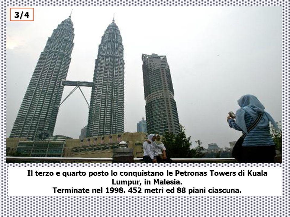 Il terzo e quarto posto lo conquistano le Petronas Towers di Kuala Lumpur, in Malesia. Terminate nel 1998. 452 metri ed 88 piani ciascuna. 3/4