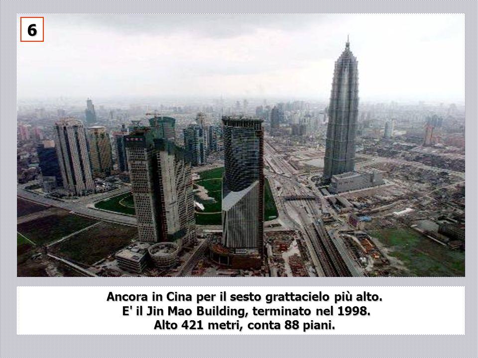 Ancora in Cina per il sesto grattacielo più alto. E' il Jin Mao Building, terminato nel 1998. E' il Jin Mao Building, terminato nel 1998. Alto 421 met