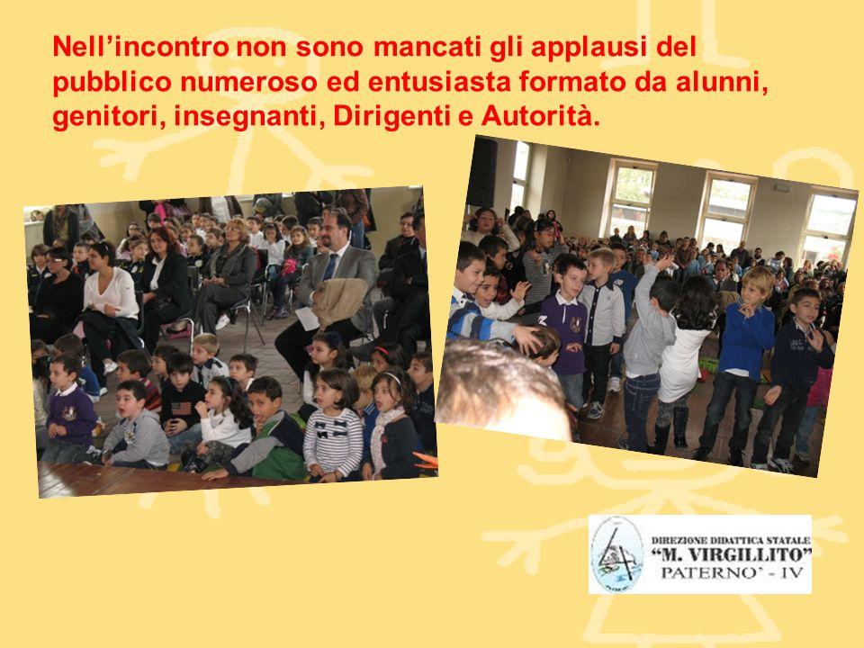 Nellincontro non sono mancati gli applausi del pubblico numeroso ed entusiasta formato da alunni, genitori, insegnanti, Dirigenti e Autorità.