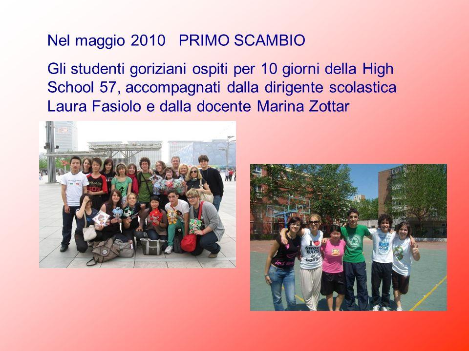 Nel maggio 2010 PRIMO SCAMBIO Gli studenti goriziani ospiti per 10 giorni della High School 57, accompagnati dalla dirigente scolastica Laura Fasiolo