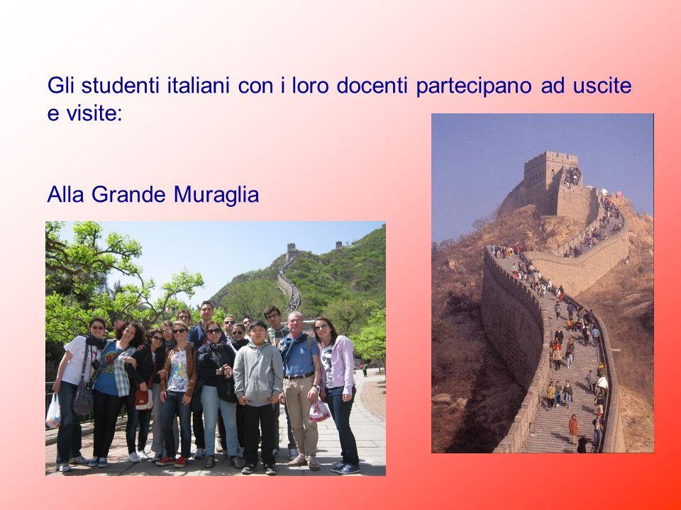 Gli studenti italiani con i loro docenti partecipano ad uscite e visite: Alla Grande Muraglia