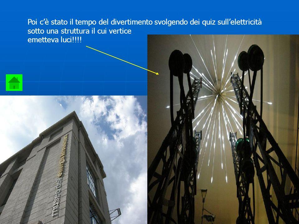 Poi cè stato il tempo del divertimento svolgendo dei quiz sullelettricità sotto una struttura il cui vertice emetteva luci!!!!