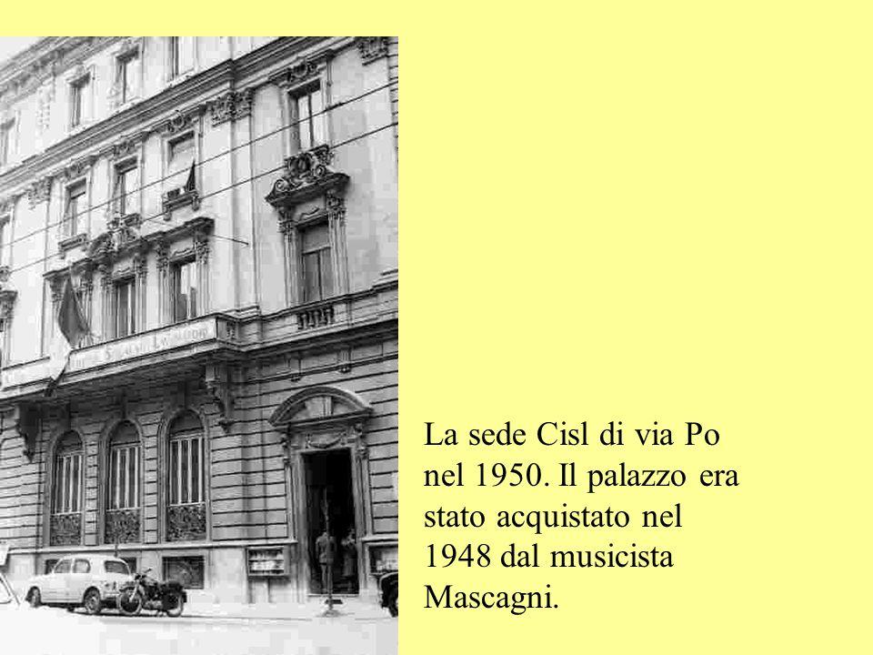 Roma, 30 aprile 1950 : al teatro Adriano, Pastore e altri dirigenti di Lcgil,Fil ed Ufail fondano la Cisl. Sotto: la prima segreteria nazionale della