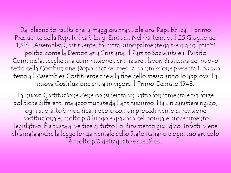 Contiene 139 articoli divisi in quattro parti: - i primi dodici riguardano i principi fondamentali, in cui si stabilisce, ad esempio, che lItalia è una Repubblica democratica, fondata sul lavoro.
