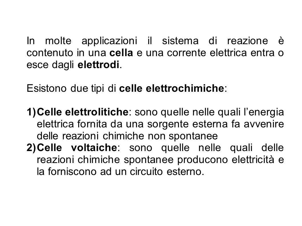In molte applicazioni il sistema di reazione è contenuto in una cella e una corrente elettrica entra o esce dagli elettrodi. Esistono due tipi di cell