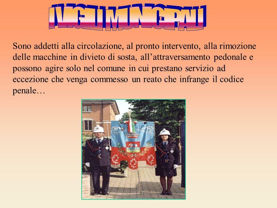 La polizia ha autorità su tutto il territorio italiano. La polizia municipale ha il potere sui municipi in cui svolgono servizio.