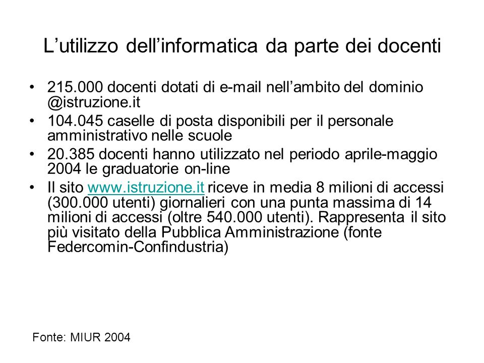 Lutilizzo dellinformatica da parte dei docenti 215.000 docenti dotati di e-mail nellambito del dominio @istruzione.it 104.045 caselle di posta disponi