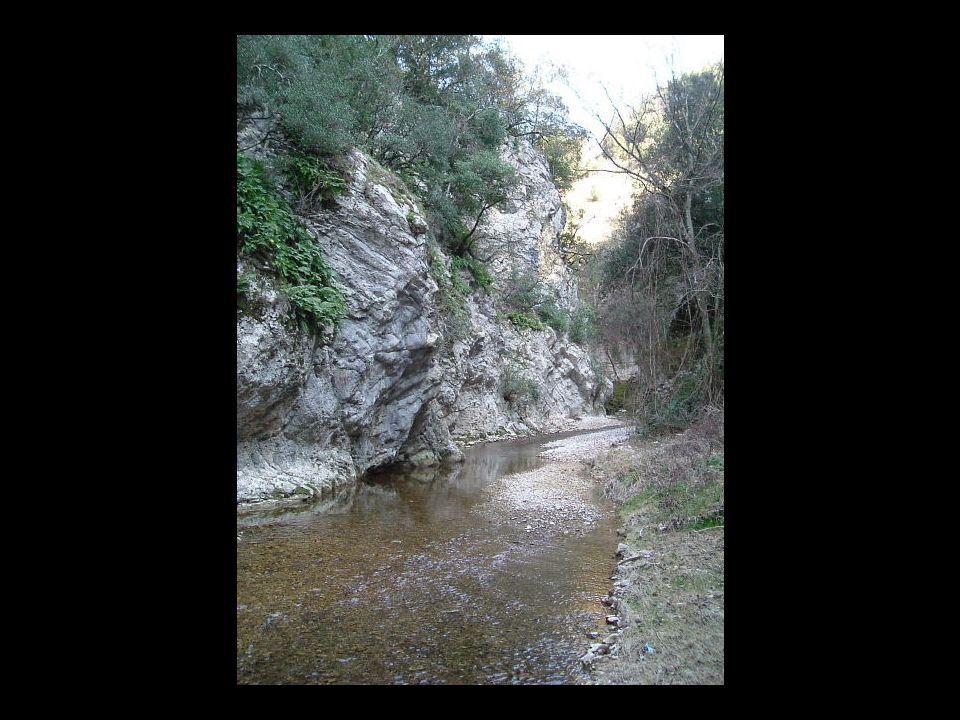 La storia di Rocca Bertalda e Rocca Guidonesca Lorigine delle due rocche, costruite a ridosso della gola scavata dal Torrente lAia, risale al XIII secolo.