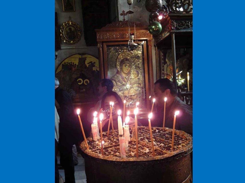 Maria Immacolata splende nella Chiesa come colei che è piena di grazia fin dal primo istante della sua esistenza, perché chiamata ad essere Madre del Salvatore è stata da lui preservata dal male che separa da Dio.