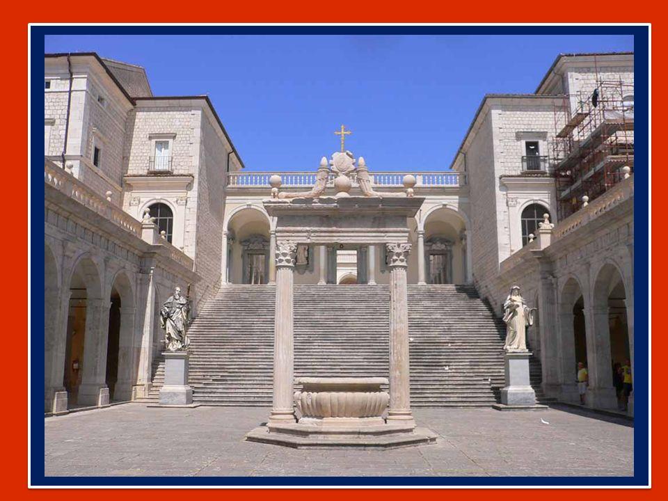 In questa domenica, in cui si celebra la Giornata delle comunicazioni sociali, con fiducia filiale invochiamo Maria Ausiliatrice con la preghiera del Regina caeli.