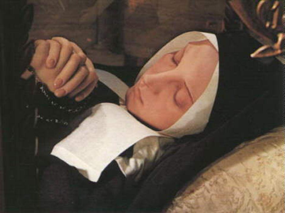 E affinché possiate farvi unidea di come si trova e stupirvi di come la si vede, qui potete contemplare Santa Bernadette.