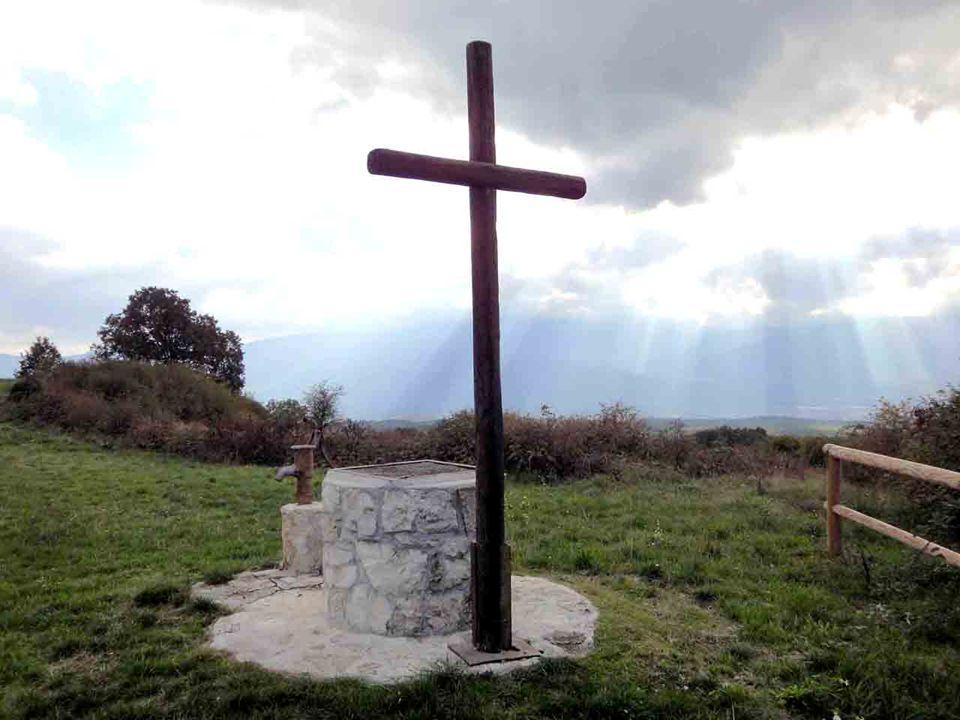 Nellincontro con Cristo, vissuto con fede, Bartimeo riacquista la luce che aveva perduto, e con essa la pienezza della propria dignità: si rialza in piedi e riprende il cammino, che da quel momento ha una guida, Gesù, e una strada, la stessa che Gesù percorre.