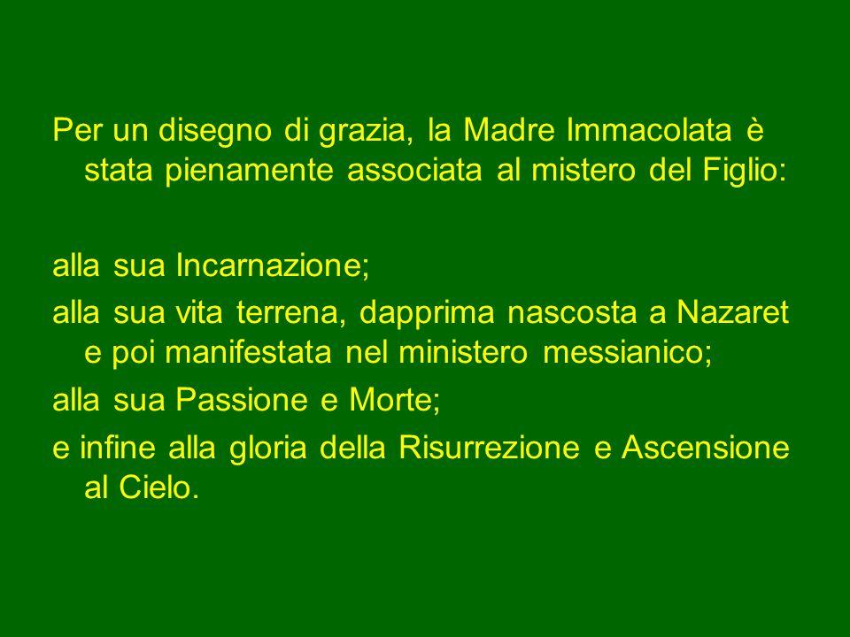 La piccola e semplice fanciulla di Nazaret – ha detto Benedetto XVI il 22 agosto 2010 - è diventata la Regina del mondo.