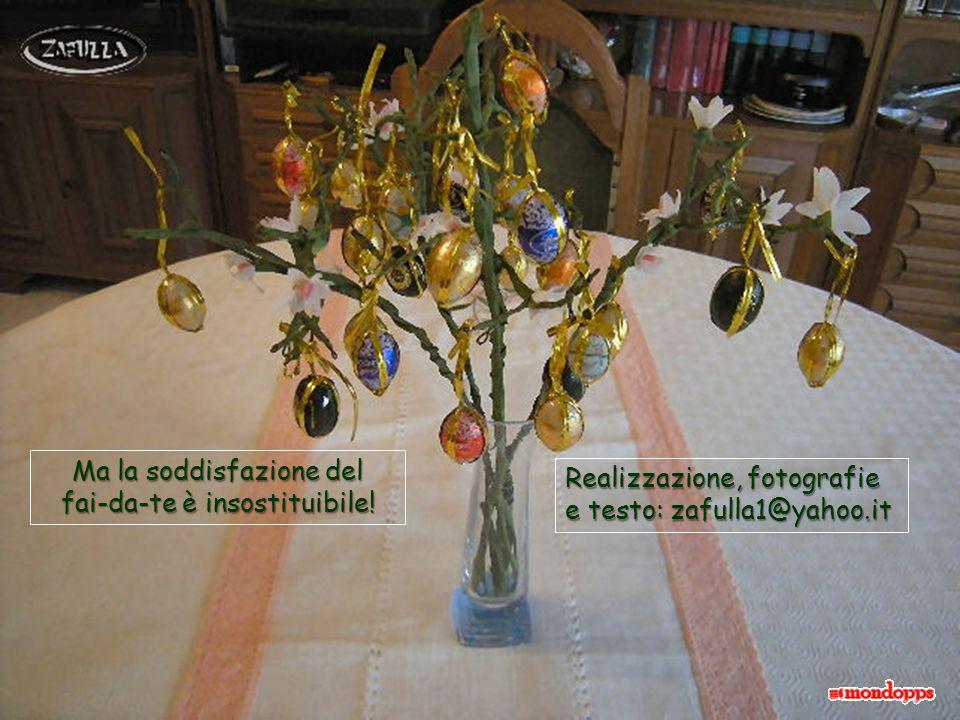 Anche questa è una immagine dal web, con i gusci di uova bianche, lasciate al naturale e montate su rami di mandorlo.
