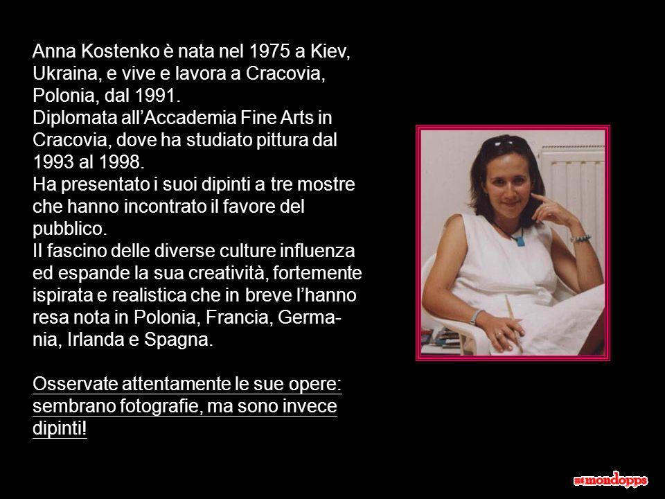 Anna Kostenko è nata nel 1975 a Kiev, Ukraina, e vive e lavora a Cracovia, Polonia, dal 1991.