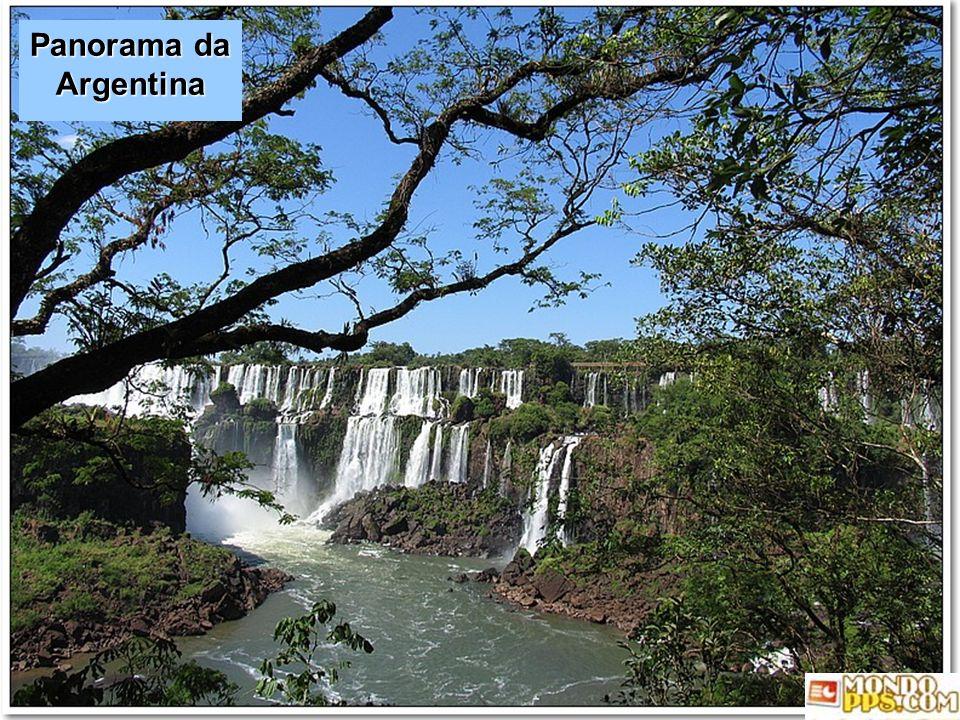 Le cascate sono condivise dal Parco Nazionale dellIguazù (Argentina) e dal Parco Nazionale dellIguacu (Brasile). Questi parchi sono stati designati da