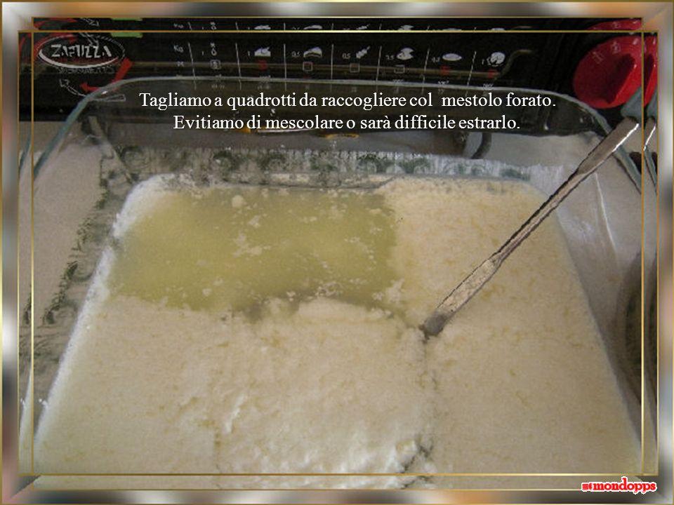 Dopo 4 ore la superficie apparirà screpolata con parti di siero giallognolo che affiora. Possiamo togliere dal forno.