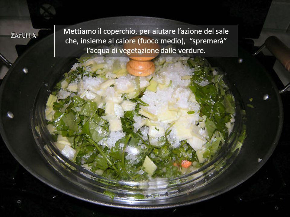Copriamo il tutto con il resto del sale; ora, volen- do, si possono aggiungere spezie secondo i propri gusti: pepe, paprika, timo, maggiorana, salvia,