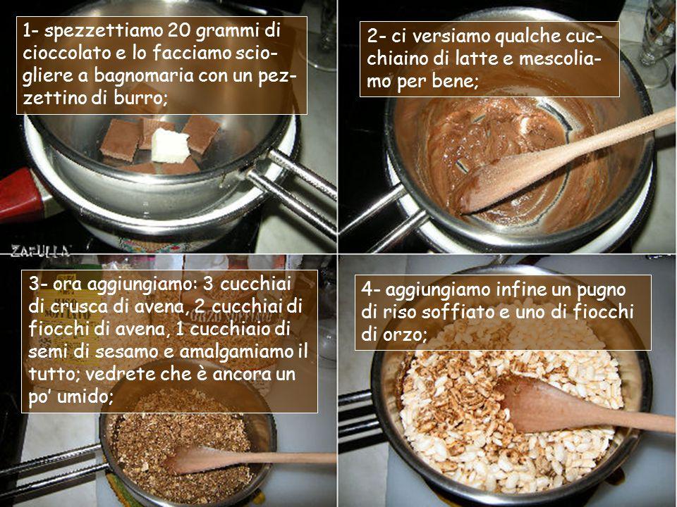 Occorrente per la granola a modo mio: fiocchi di avena tostati; crusca di avena; semi di sesamo bianco decorticato; cioccolato al latte (ripieno al mou); riso e orzo soffiato.