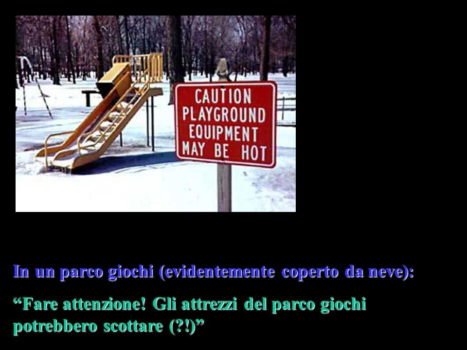 In un parco giochi (evidentemente coperto da neve): Fare attenzione.